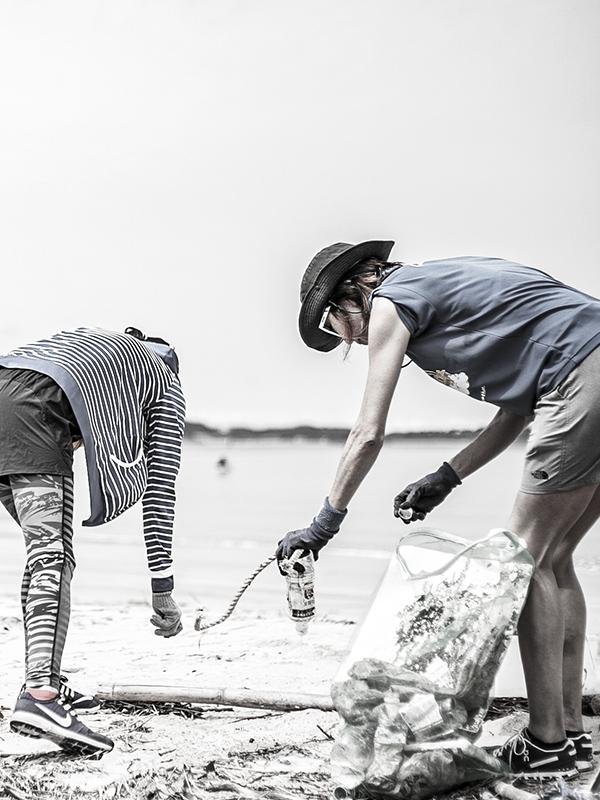改革プロジェクトによる海岸清掃の様子